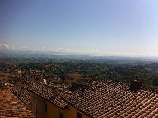 La Locanda di San Francesco: The view on Valdichiana from all the rooms