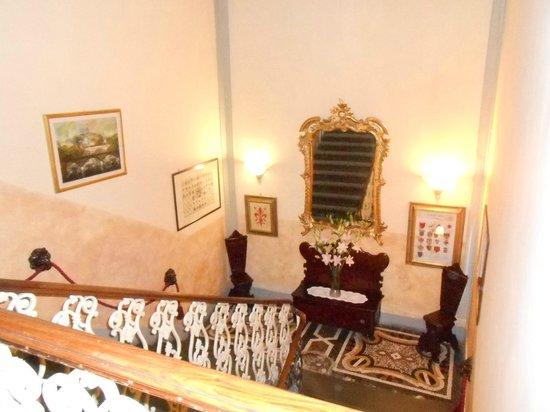 Hotel Villa Liana : Escada