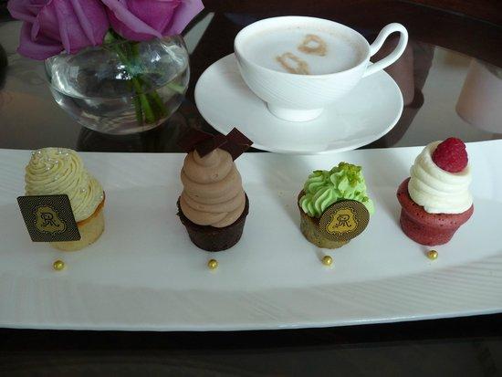 The St. Regis Abu Dhabi : Complimentary cupcakes