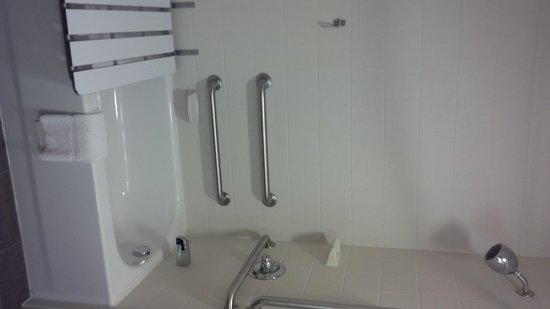 Accessible tub - Picture of Sleep Inn & Suites, Grand Forks ...