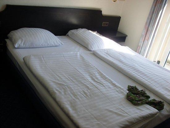 Novum Hotel Maxim Düsseldorf City: bed
