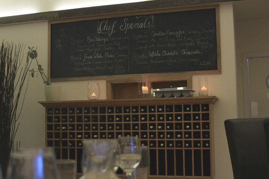 Mains of Taymouth Courtyard Restaurant: Specials board