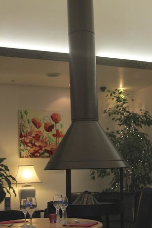 Mains of Taymouth Courtyard Restaurant: Fire place