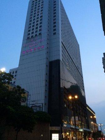 B P International: ホテル外観