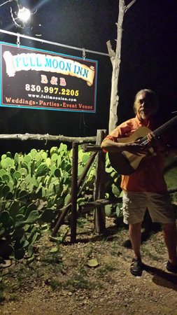 Ready to serenade my sweetheart at the Full Moon Inn