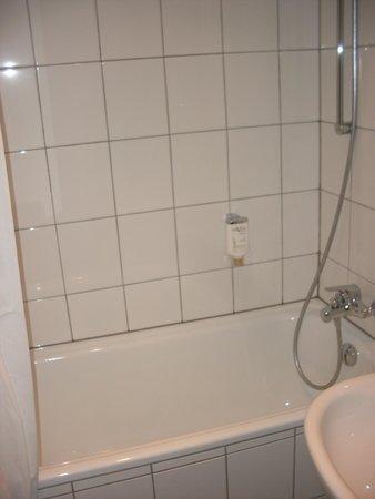 Novum Hotel Maxim Dusseldorf City: bathroom