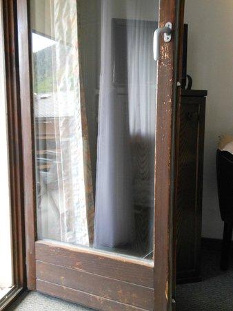 Ambassador Hotel Zermatt : mur dépeinturé