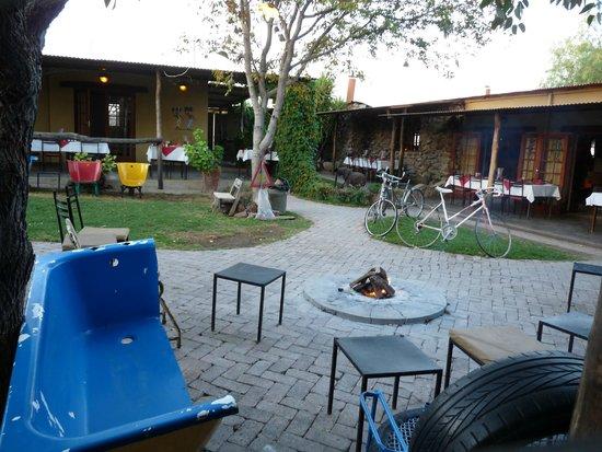 Etosha Safari Lodge : Corte interna ristorante