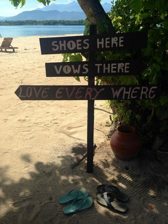 Hotel Tugu Lombok: Wedding sign made for all the guests shoes- no added cost- just beautiful