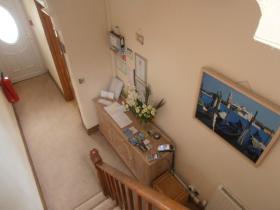 Carlyon Guest House: Entrance way from front door