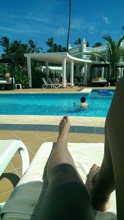 Hotel Riu Palace Bavaro: by the pool