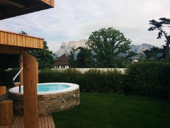 Hotel Bemelmans-Post : Blick vom Whirlpool auf die Dolomiten