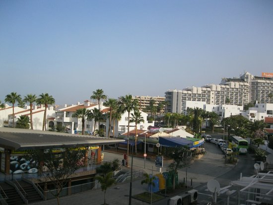 Hovima Santa Maria: Вид с балкона на улицу