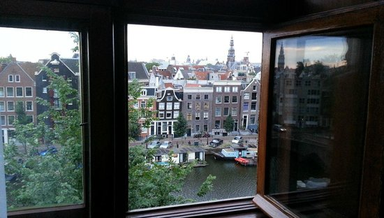 Grand Hotel Amrath Amsterdam: view from 2nd floor overlooking the canal