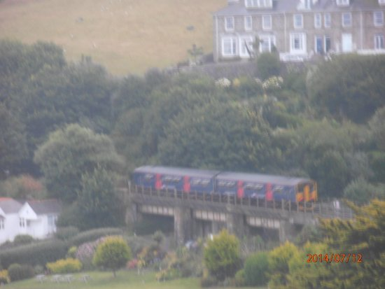 Carlyon Guest House: St Ives train from St Erth
