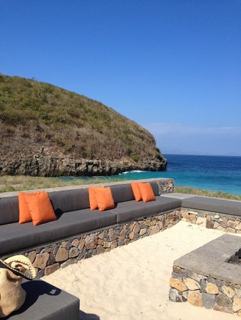 Jeeva Beloam Beach Camp: The fire pit with a view of the ocean