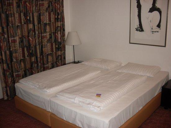 Novum Hotel Silence Garden Cologne Brueck : beds
