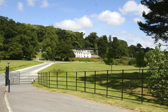 The Cornwall Hotel, Spa & Estate : Grounds and private drive of the hotel..