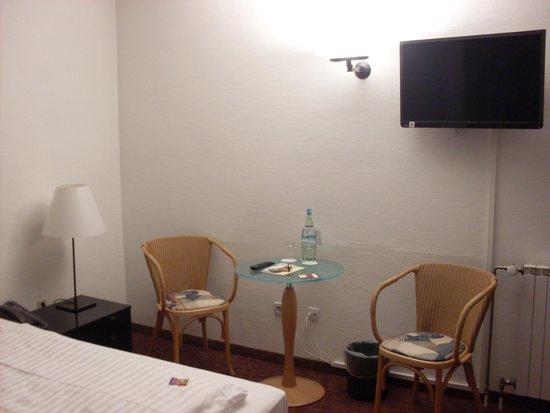 Novum Hotel Silence Garden Cologne Brueck : TV