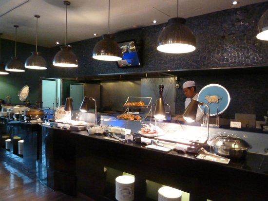 Pullman Bangkok Grande Sukhumvit : restaurant - breakfast 1