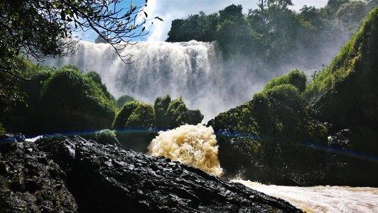 Elephant Falls : Elephant waterfalls