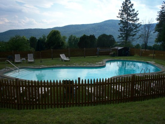 Trapp Family Lodge: Maria's pool a quiet one for adults only behind the main lodge