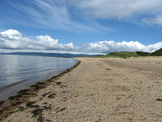 BEST WESTERN Kinloch Hotel: the pebble beach ( there is a sandy one!)