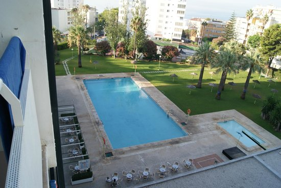 Hotel San Fermin: View of the pool & garden