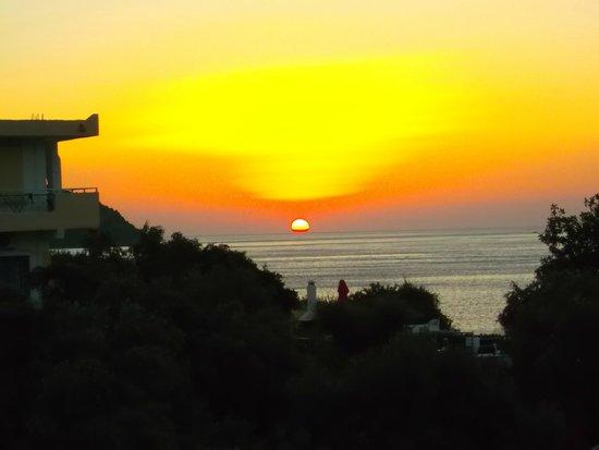 Mirabella Apartments: l'alba dal balcone
