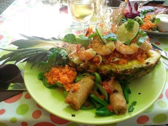 La p'tite parlotte : Salade thaï (crevettes, ananas, nem)