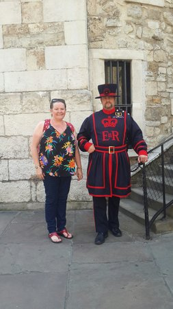 Torre de Londres: Me and a humerous Beefeater.
