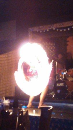 The Tiki Resort : polynesian show