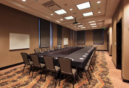 Residence Inn Omaha Downtown/Old Market Area : Flexible Meeting Space, Conference Style