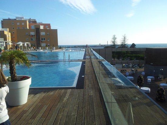 Parador de Cádiz: Zona de piscinas espectacular.