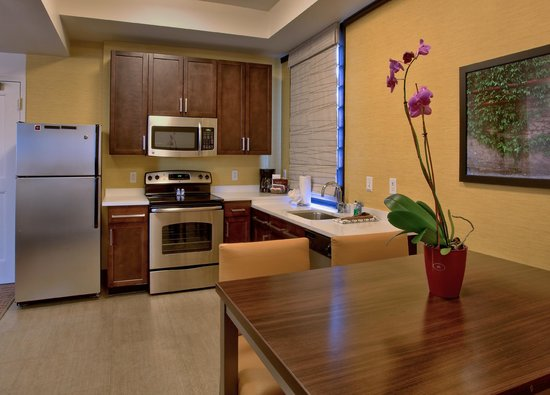Residence Inn Omaha Downtown/Old Market Area: Penthouse Suite, Full Kitchen