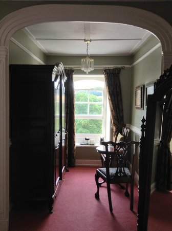 Friary Manor Hotel : Seating/Coffee area in the Bridal Suite