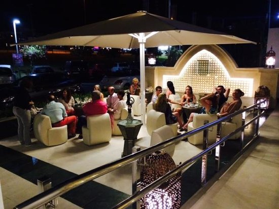 L'Oriental : Outdoor Front Seating Area