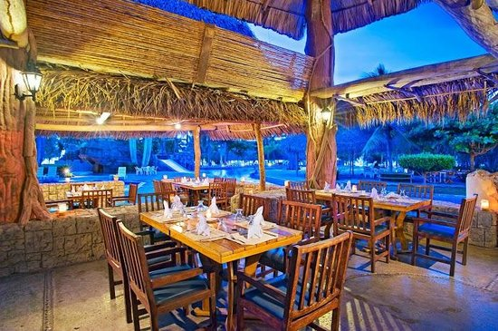 Amatique Bay Resort & Marina: Restaurante Mangos