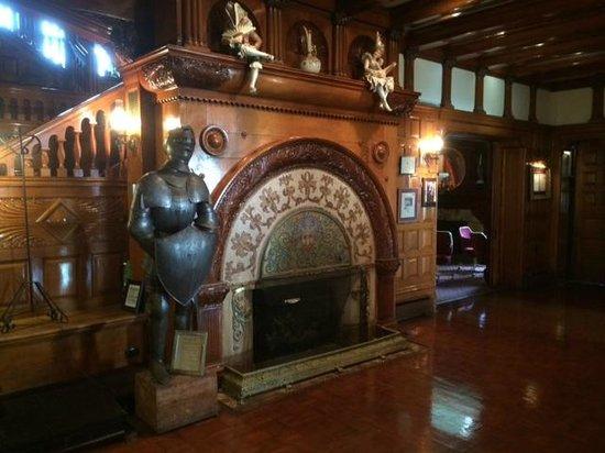 Edgar's Restaurant at Belhurst Castle : The lobby just outside the restaurant