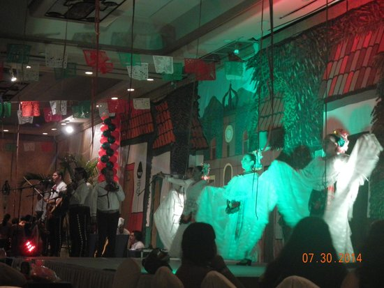 Velas Vallarta : Mexican fiesta show