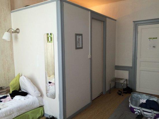 Villa Alienor : La salle de bain très bien aménagé est dans cette pièce de la chambre.