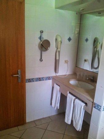 Adriana Beach Club Hotel Resort: Bathroom