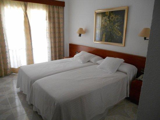 Barcelo Ponent Playa : Habitación sencilla y limpia