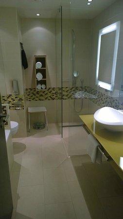 Hilton Frankfurt Airport Hotel: Nice bathroom