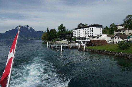 Campus Hotel Hertenstein: Вид на отель с отходящего теплохода