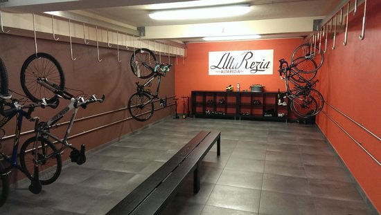 Hotel La Genzianella : The bike room