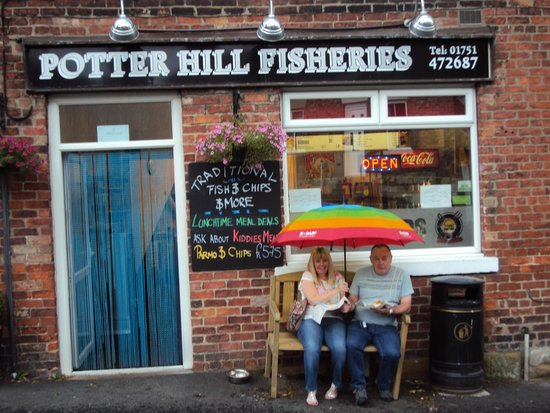 Potter Hill Fish Shop : Come rain or shine, the chips must get through!