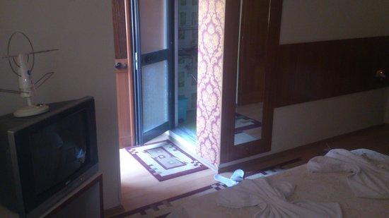 Hotel Parlamenti: Из балкона в ванну