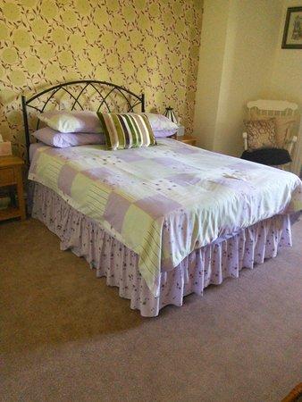 Linda's Bed and Breakfast: Downstairs bedroom