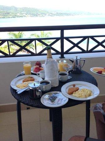 Secrets Wild Orchid Montego Bay: Champagne Breakfast on Honeymoon Package